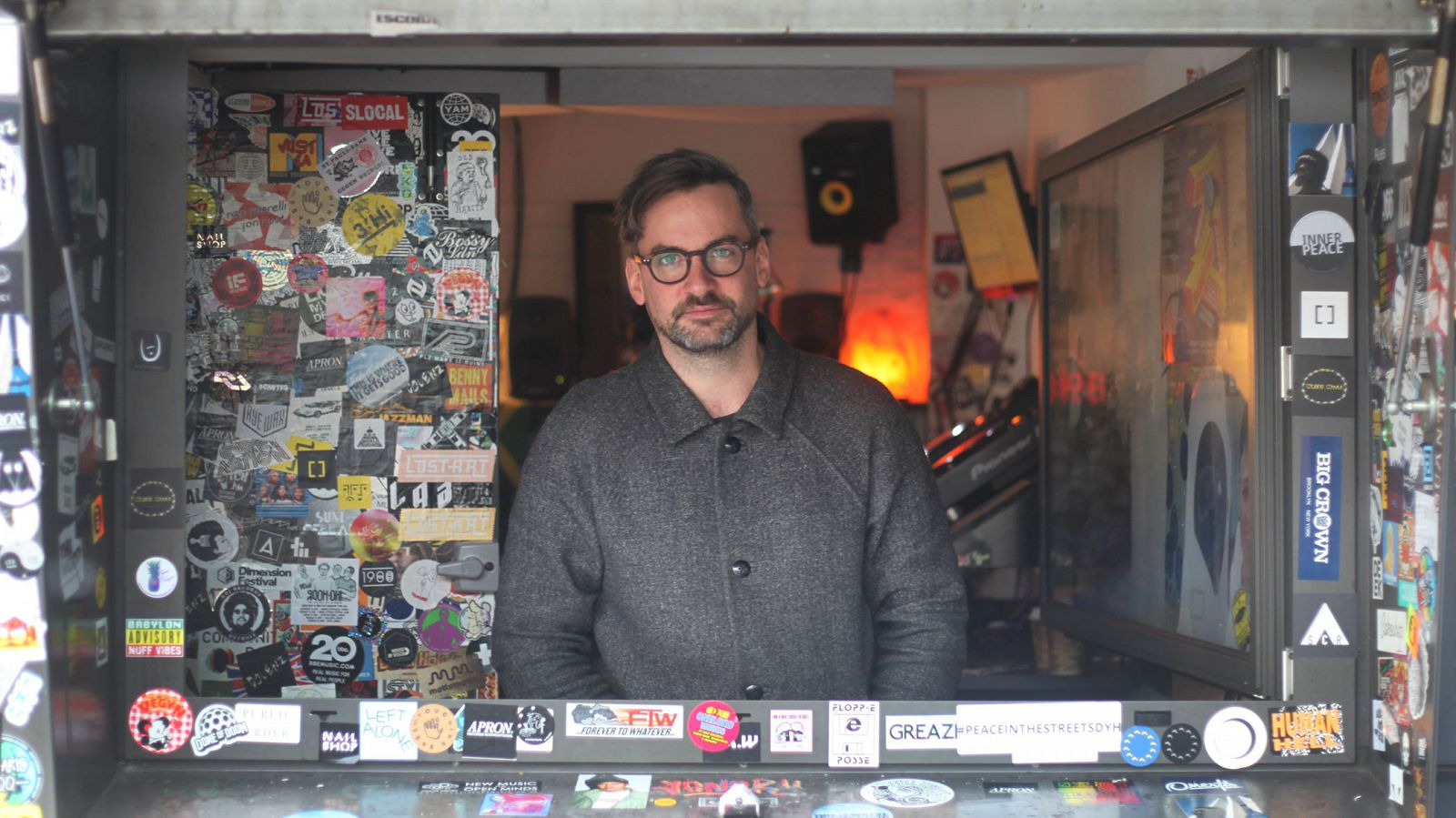https://www.mixcloud.com/NTSRadio/bonobo-20th-november-2017/ Episode Image